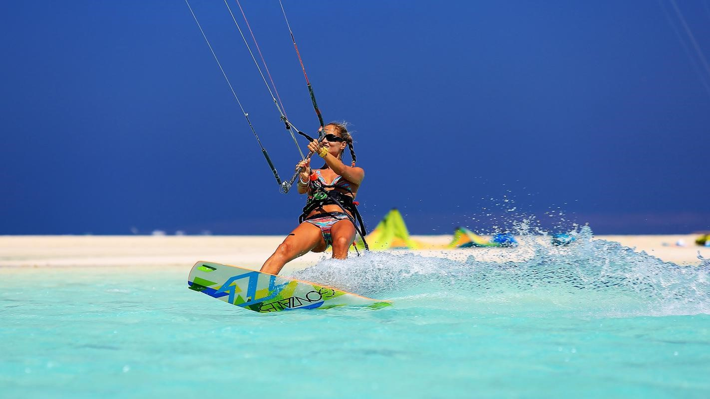 Red & Blues – Kite-surf Cruise